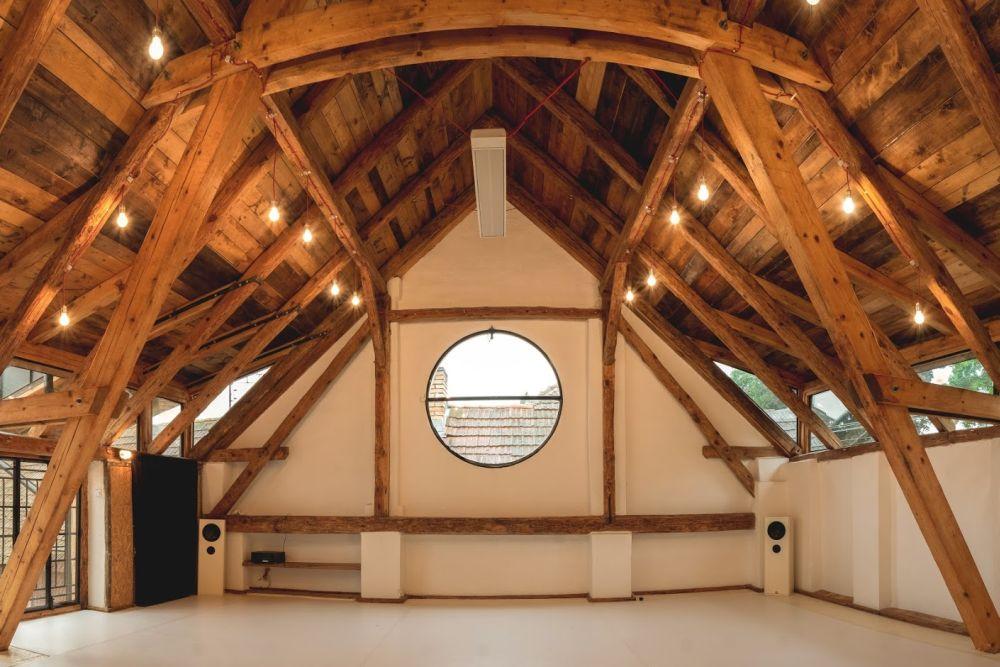 rezi-atelier-white-floor-1
